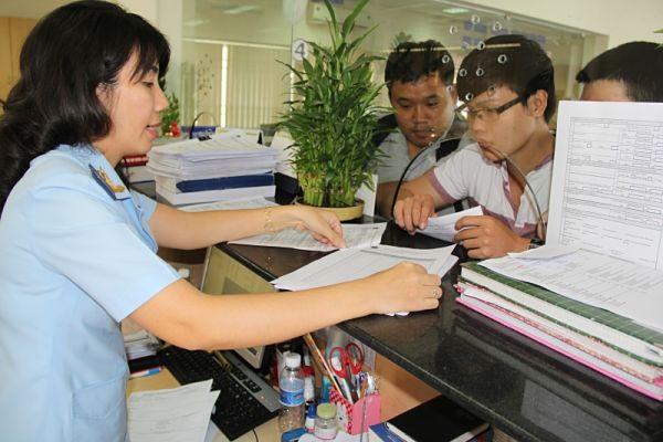 Phân tích ưu và nhược điểm của nhập khẩu hàng hóa và bán lại